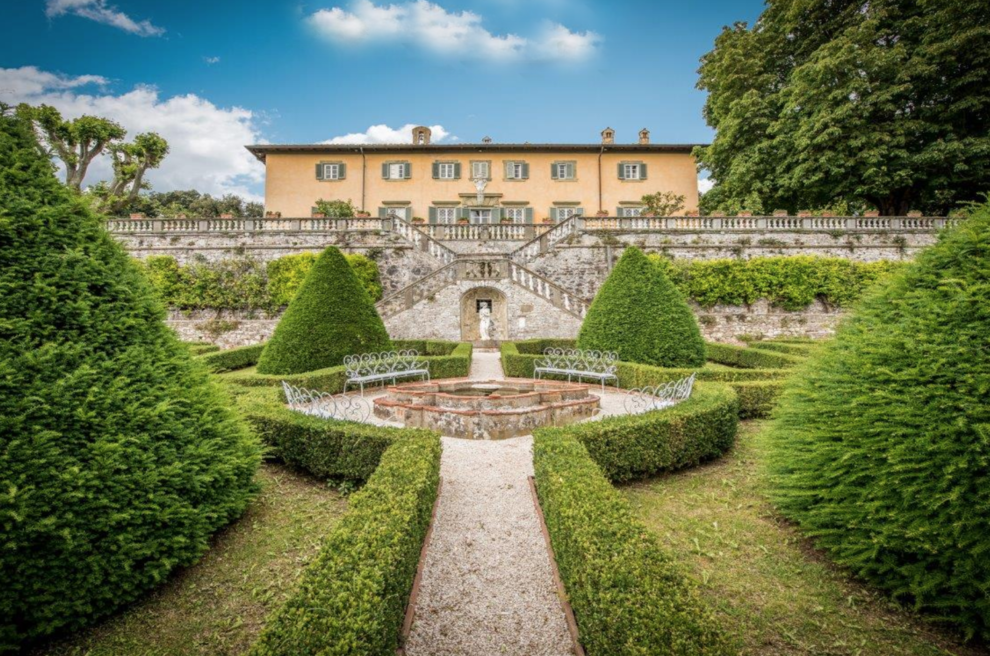 Historic luxury villas for sale in Tuscany