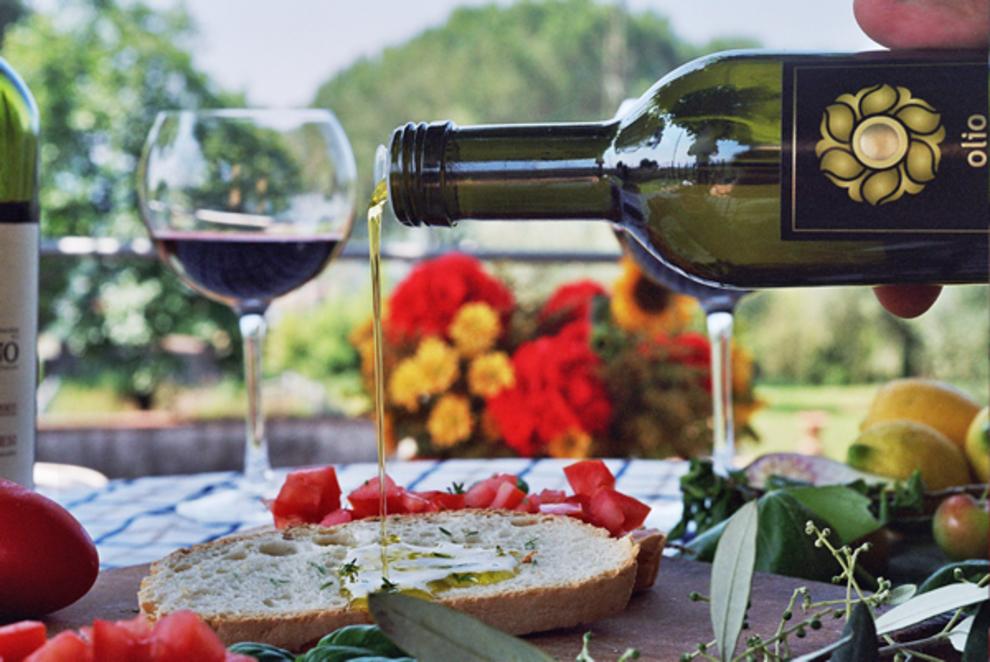Splendido casale in vendita sulle colline di Lucca, con oliveto e produzione di olio DOP