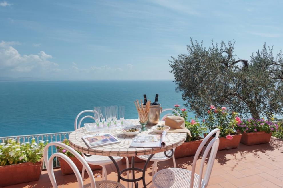 In Ligurien, Punta Bianca, unberührte Orte und Villen zum Verkauf mit Blick auf das Meer