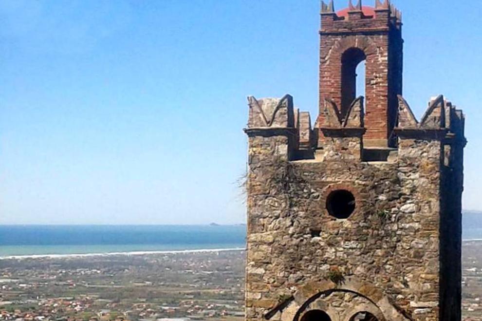 Mommio Castello, ein Aussichtspunkt auf den Hügeln der Toskana