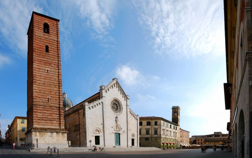 Prestigious apartments for sale in Pietrasanta between art and history