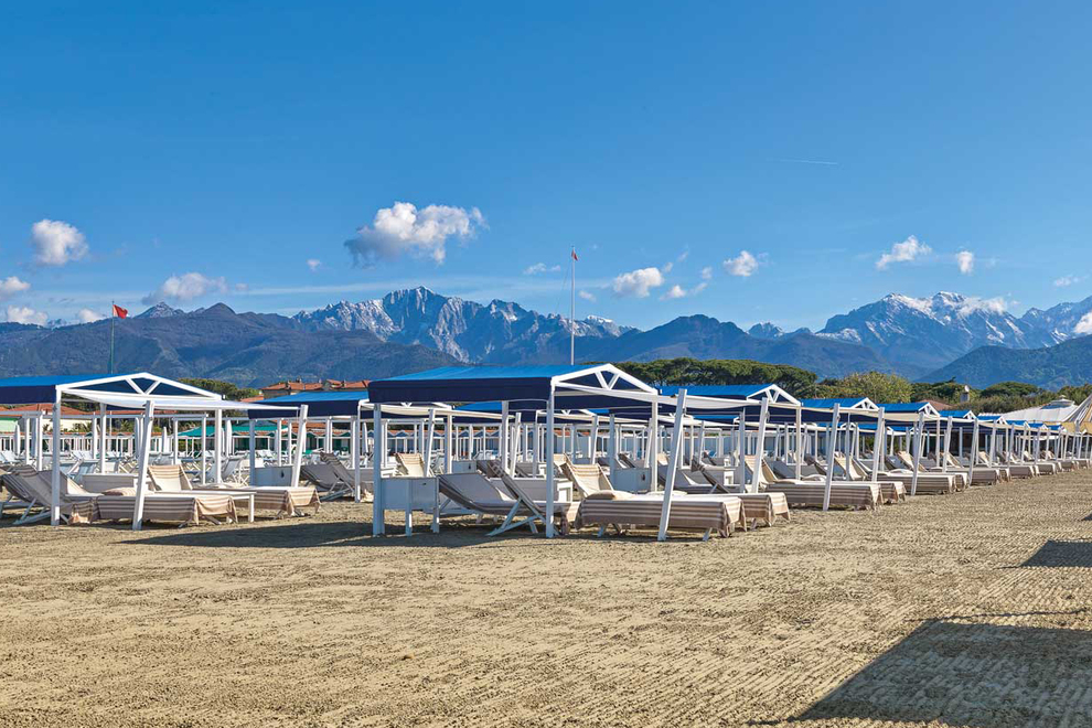 From the sea to the Apuan Alps, live in Tuscany Versilia, in prestigious properties