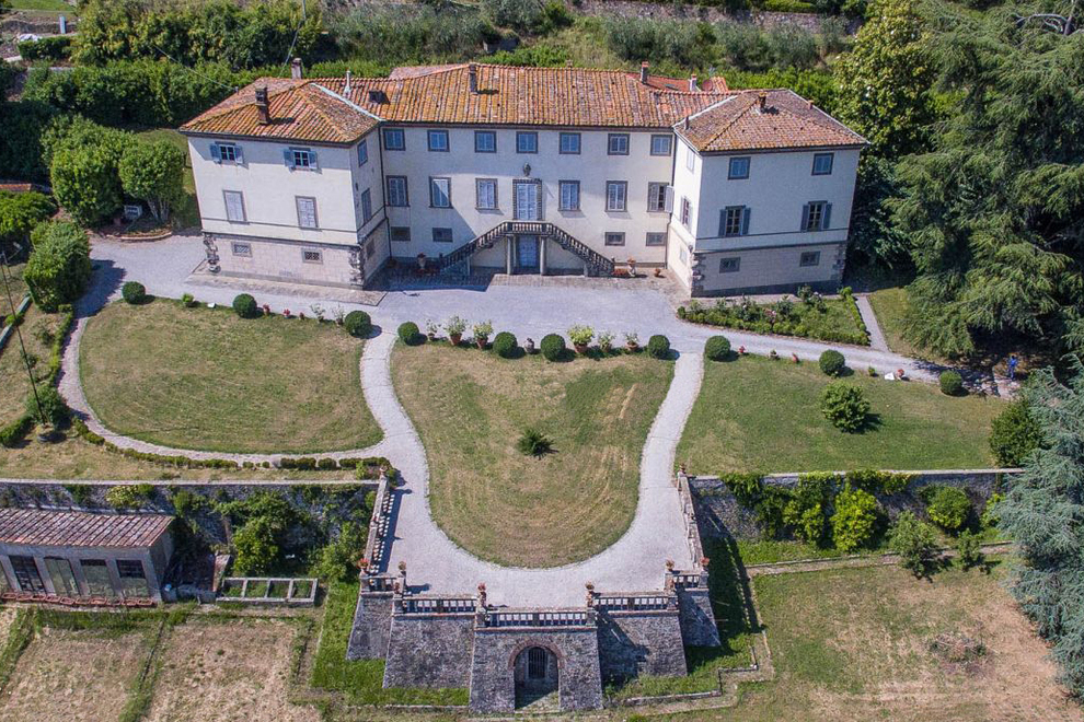 The landscape environment of historic villas for sale in Lucca, Tuscany
