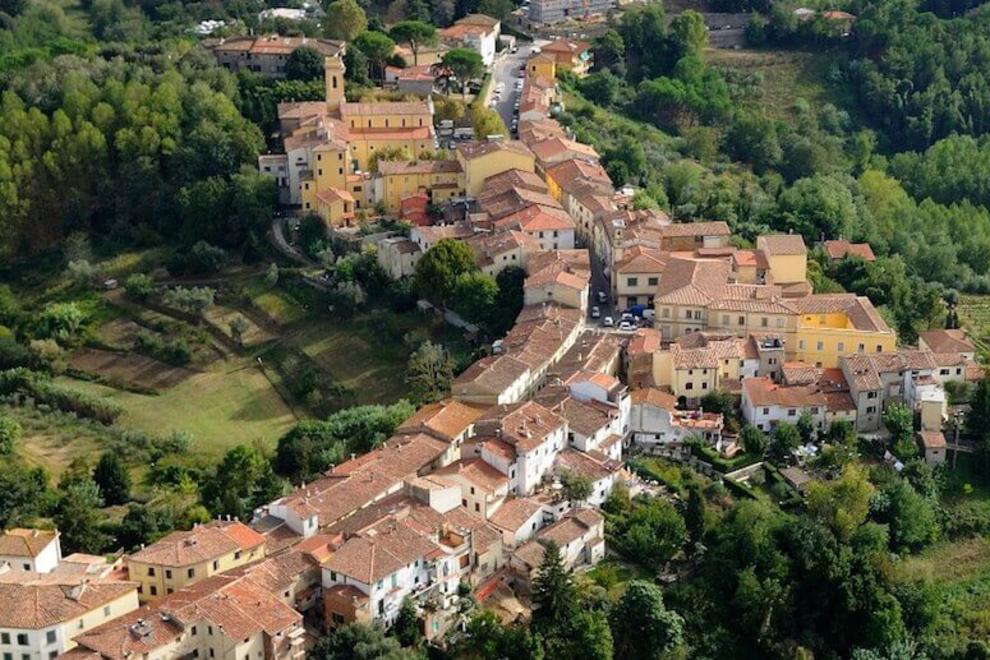 Fauglia, ein Dorf in der Pisaner Maremma, mit seinen eleganten Villen zum Verkauf
