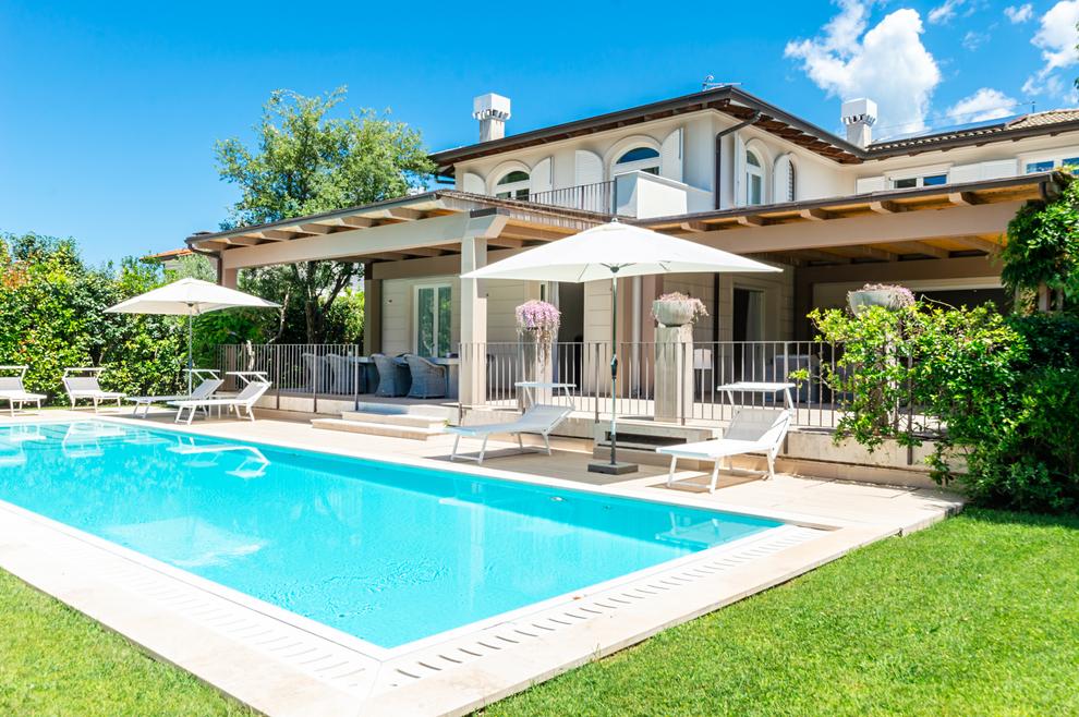 Rent luxury villas in the Versilia coast