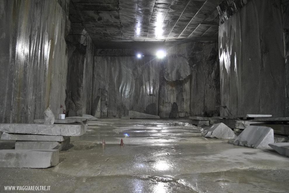 Carrara-Marmor, ein rein toskanischer Wert und Stolz für jedes prestigeträchtige Anwesen