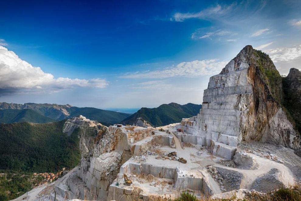 Il marmo di Carrara, pregio tutto Toscano e vanto per ogni proprietà di prestigio