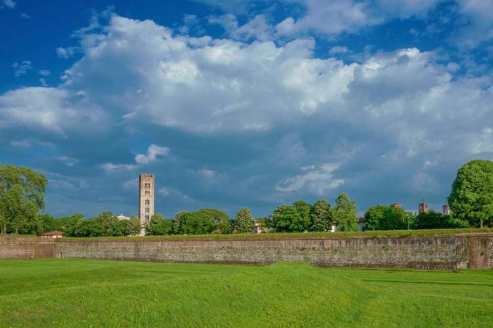Mura di Lucca: storia, turismo e proprietà di prestigio