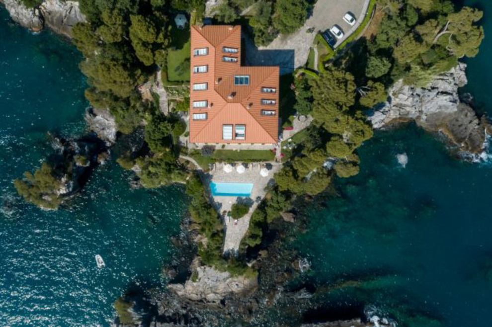 Where the Sun embraces the bay and the rays of the Moon kiss the sea, luxury apartments for sale in Lerici, Liguria