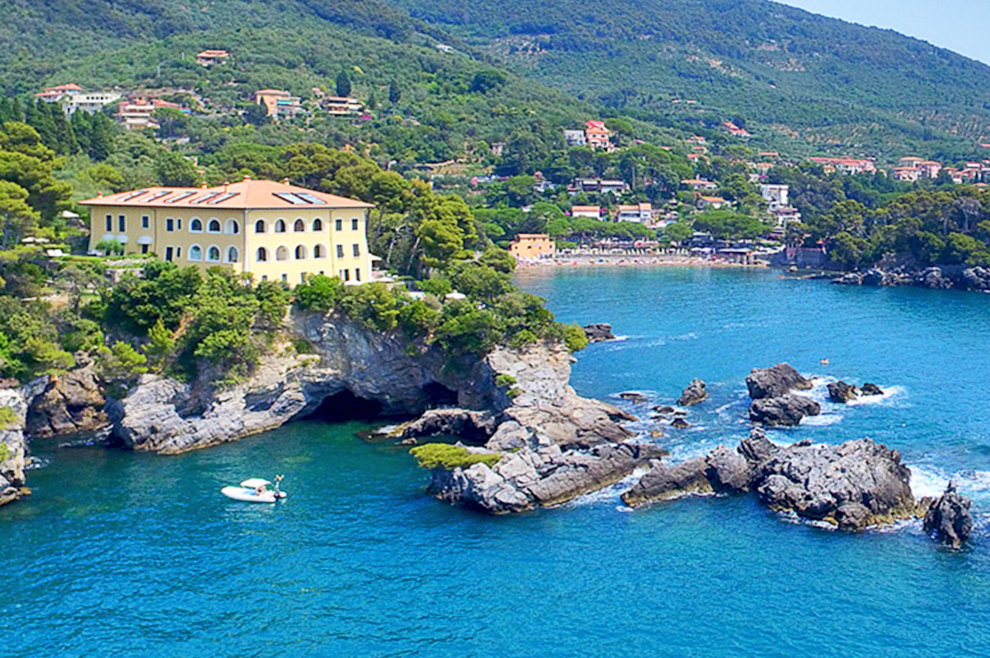 Luxury villas for sale on the Ligurian coast