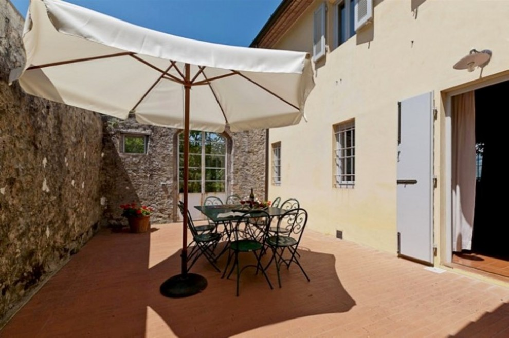 Charming farmhouse for sale in Tuscany