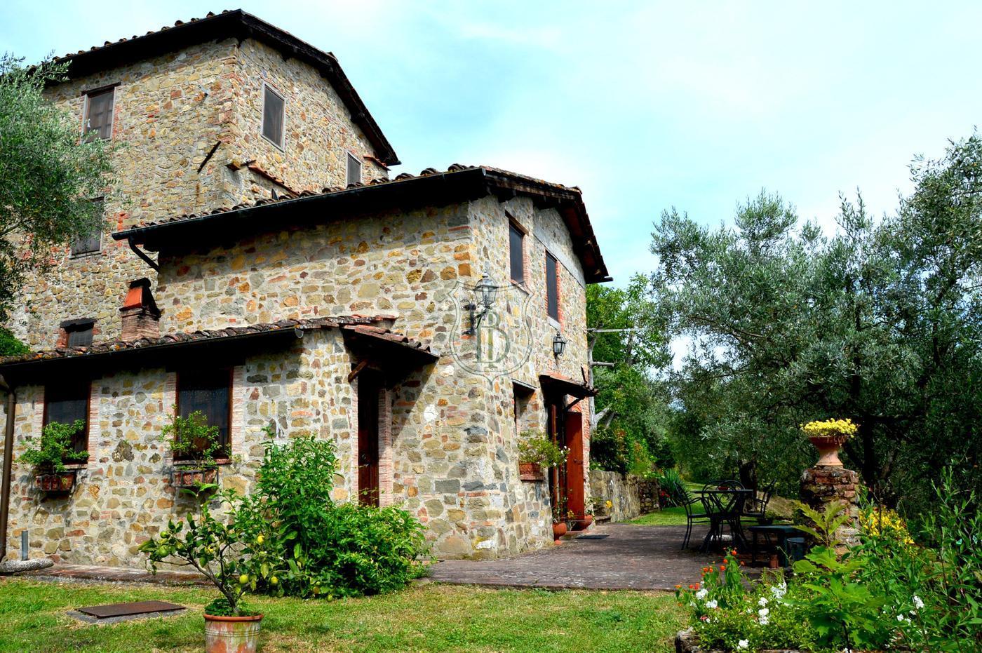 Casale in vendita a Lucca con piscina in posizione collinare