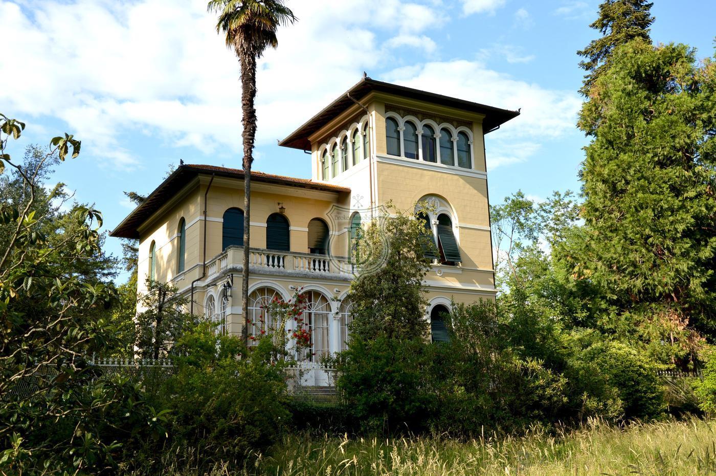 Herrliche Jugendstilvilla zum Verkauf in den Hügeln von Lucca ...