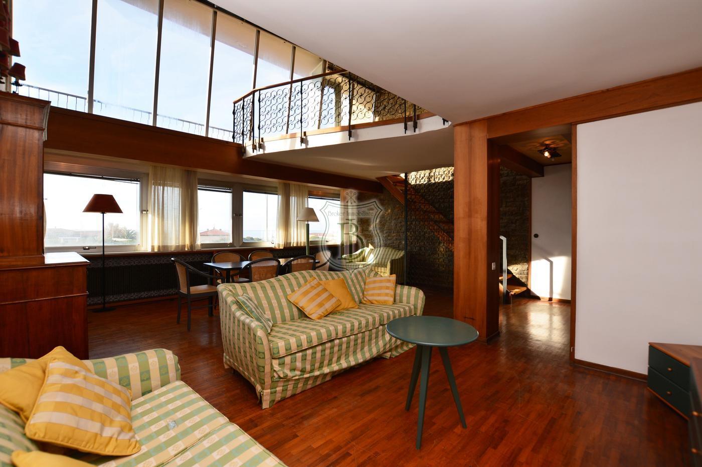 Appartamento in vendita a Viareggio, di grandi dimensioni e con vista mare