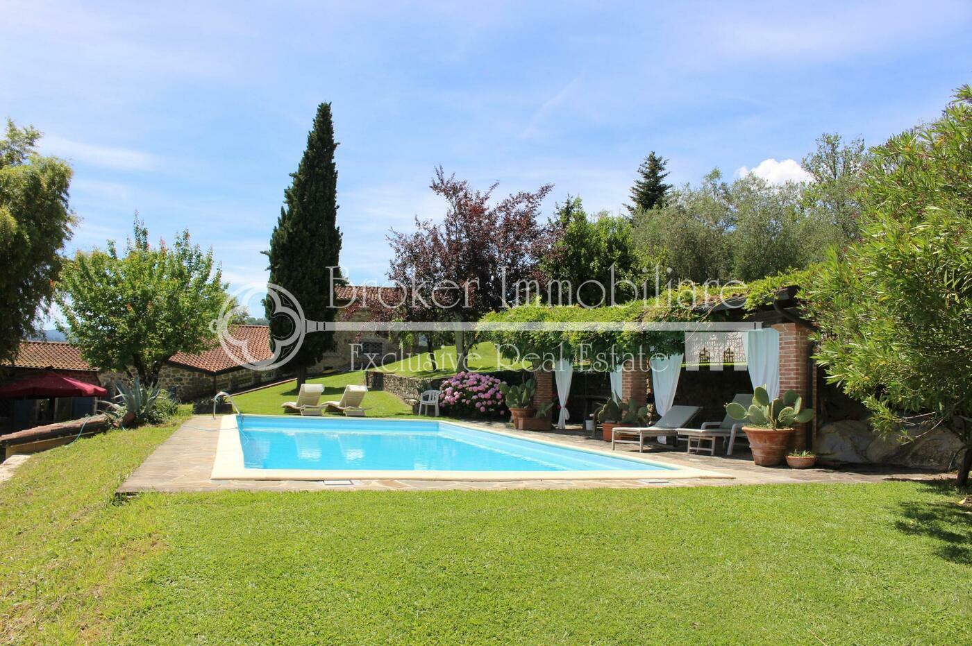Casale in vendita in Toscana, con piscina sulle colline della Lunigiana