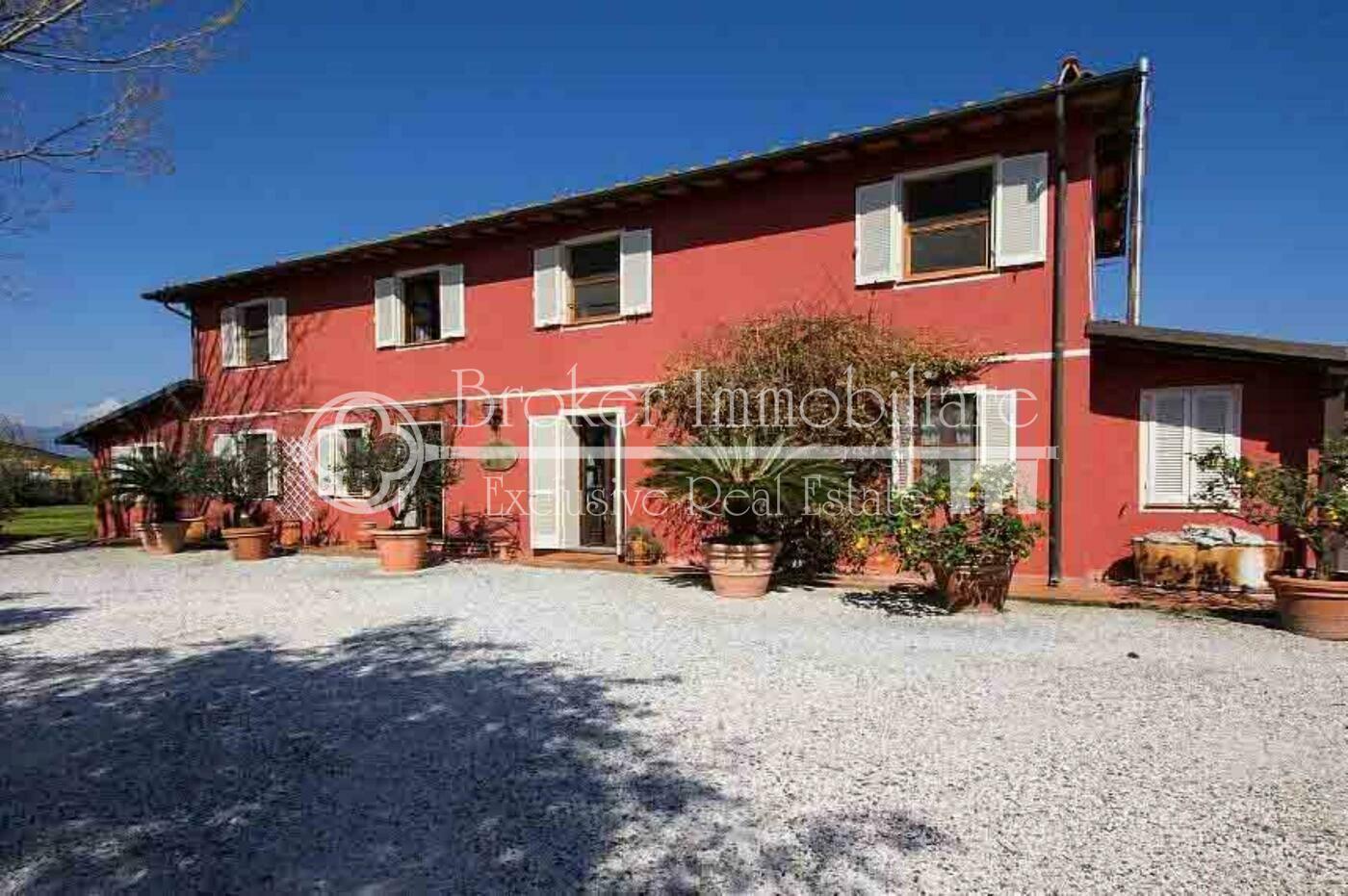 Casale in vendita a Camaiore a soli 3 km dal mare