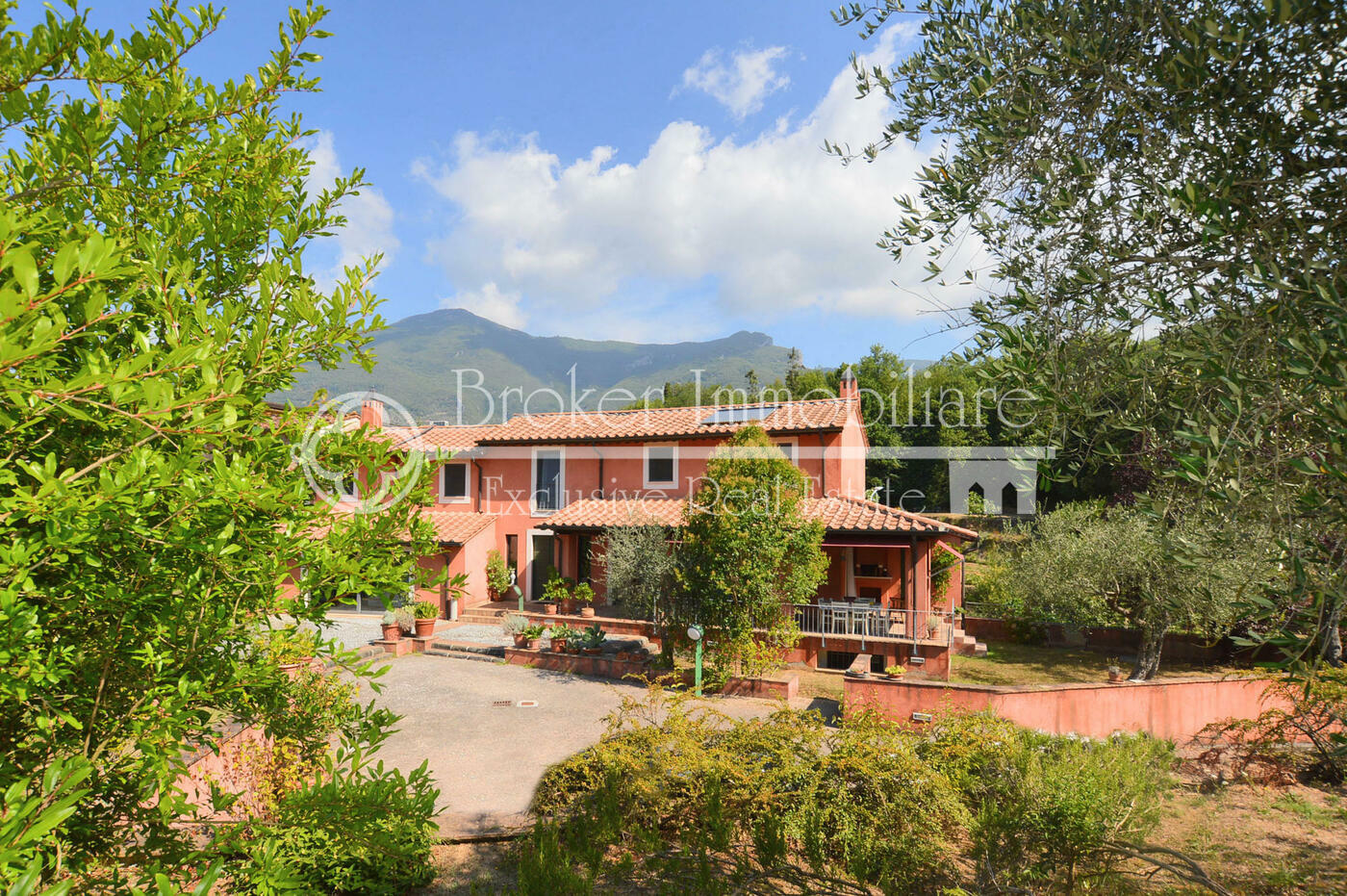 Casale in vendita a Camaiore a pochi passi dal centro storico