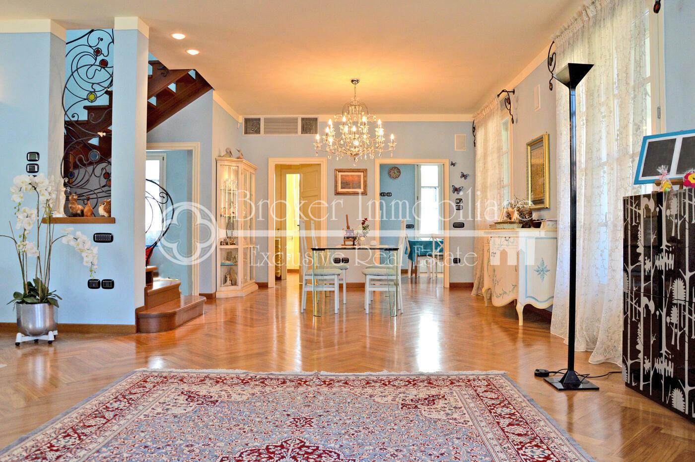 Villa in vendita a Viareggio a soli 700 metri dal mare
