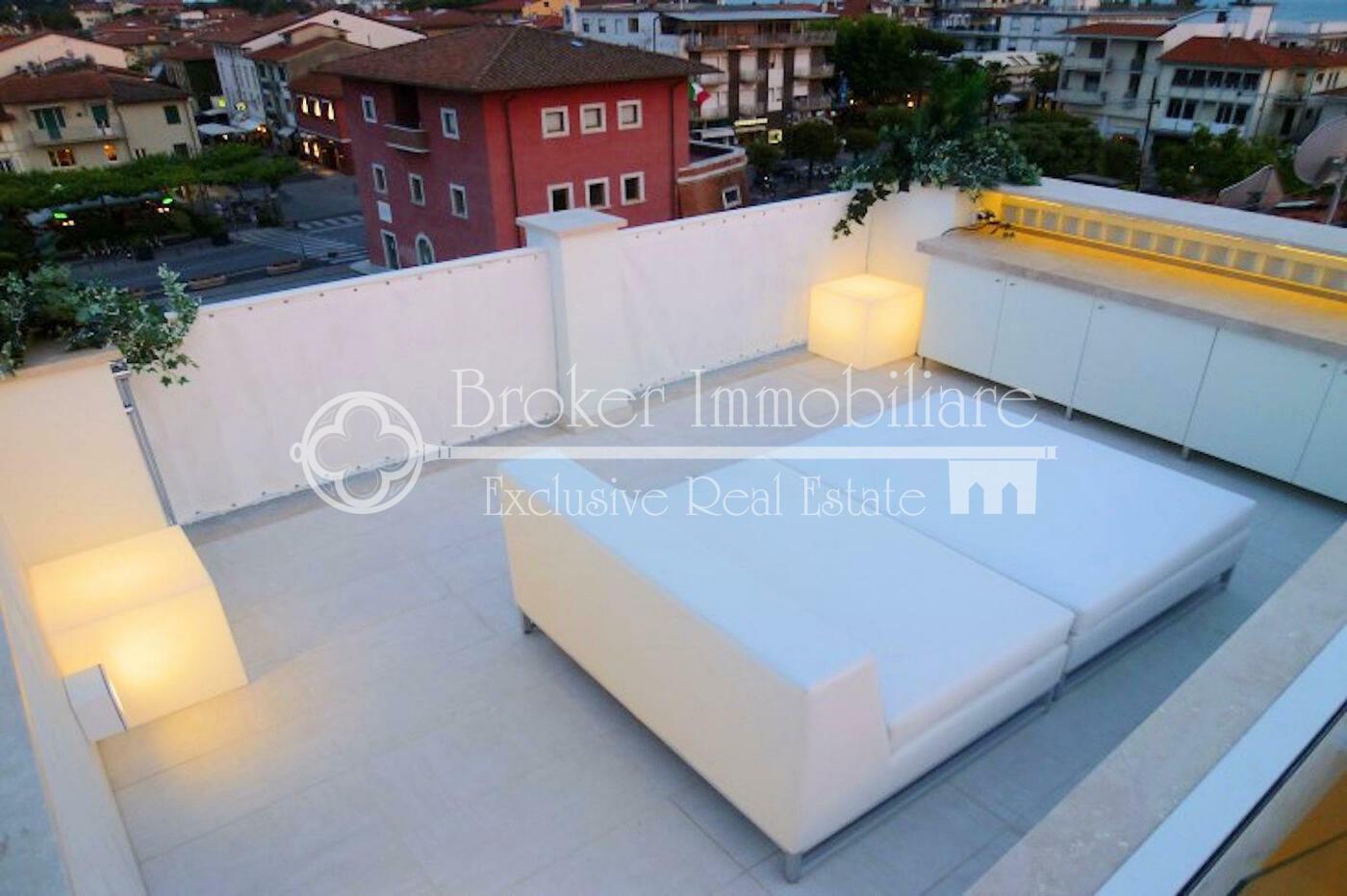 Dachwohnung Mit Terrasse Und Meerblick Zu Verkaufen In Forte Dei Marmi,  Toskanische Riviera