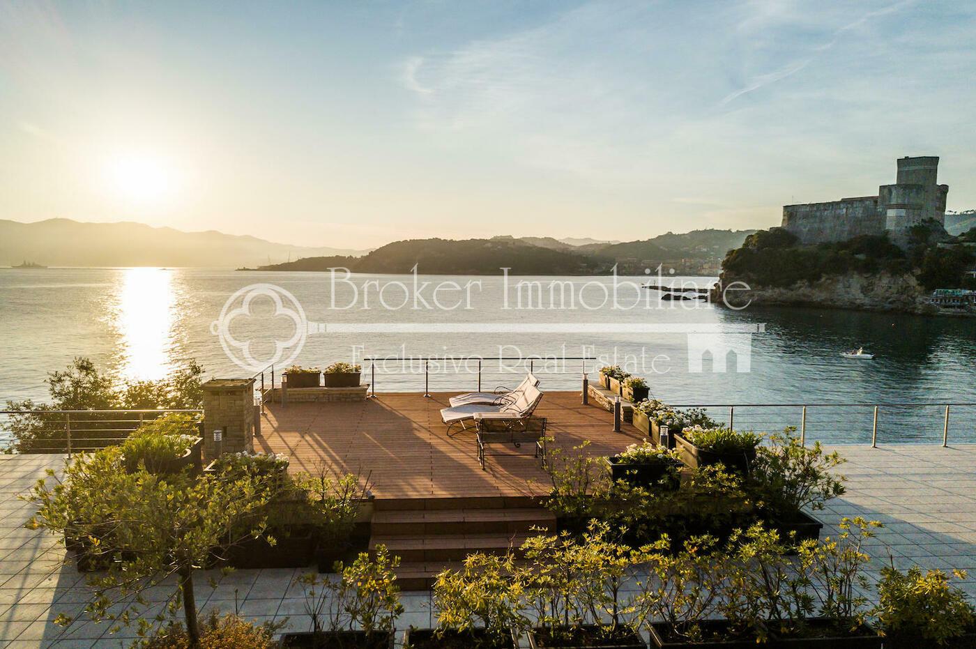 Villa in vendita a Lerici a picco sul mare