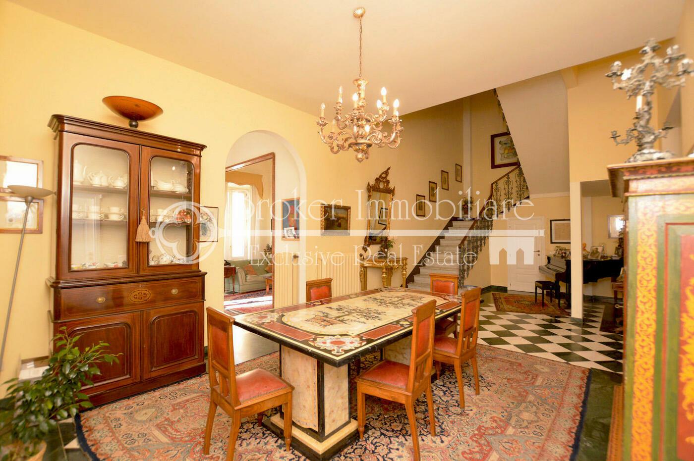 Villa in vendita a Viareggio con depandance a 150 metri dal mare