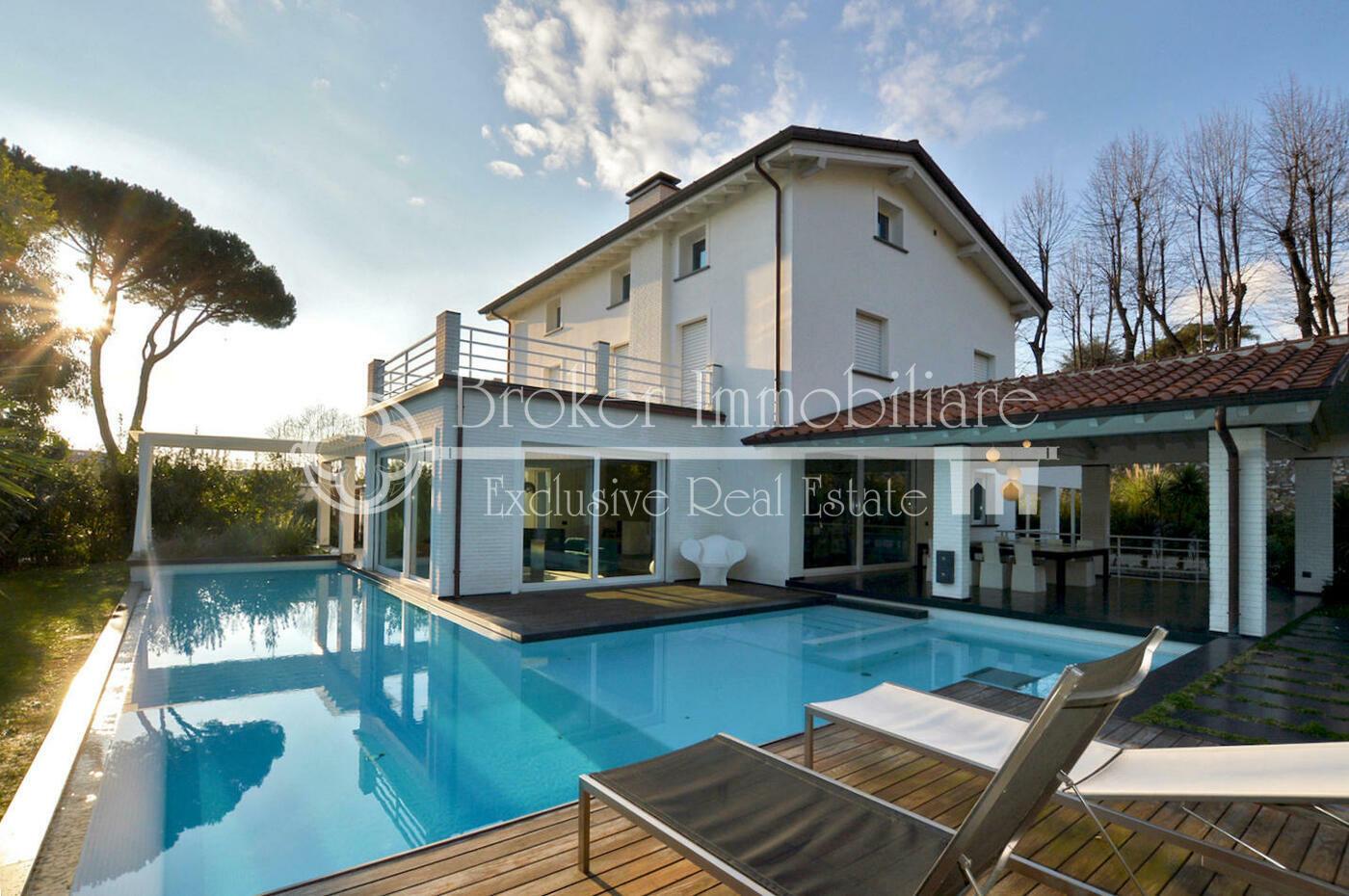 Villa in vendita a Pietrasanta in location unica
