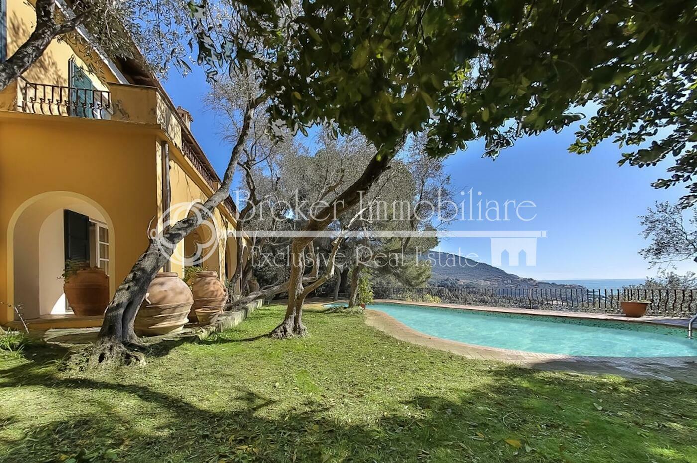 Villa in vendita a Lerici, a picco sul mare con parco e piscina