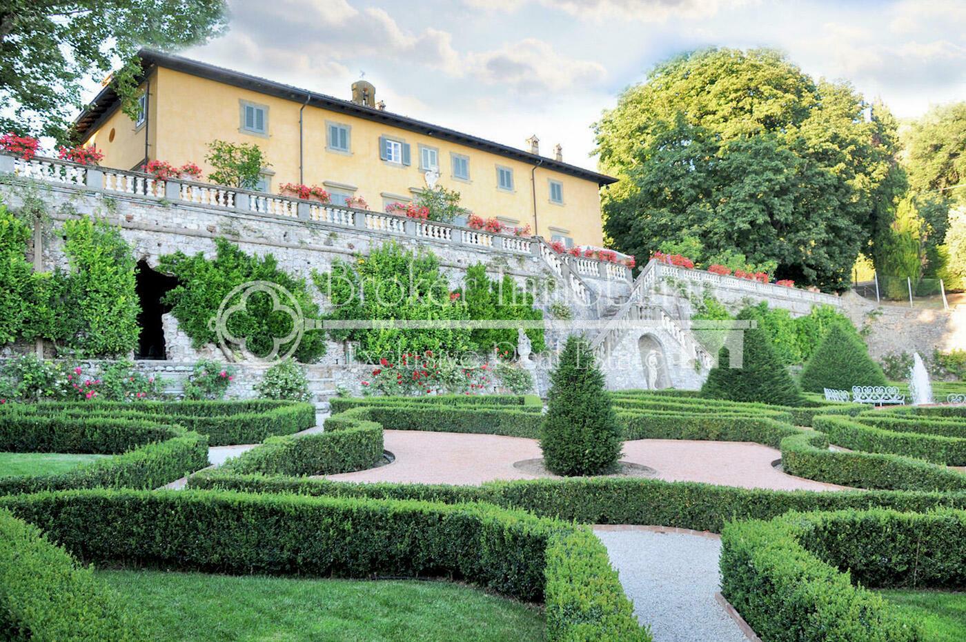 Villa storica in vendita a Lucca, con piscina, grande tenuta e vista panoramica