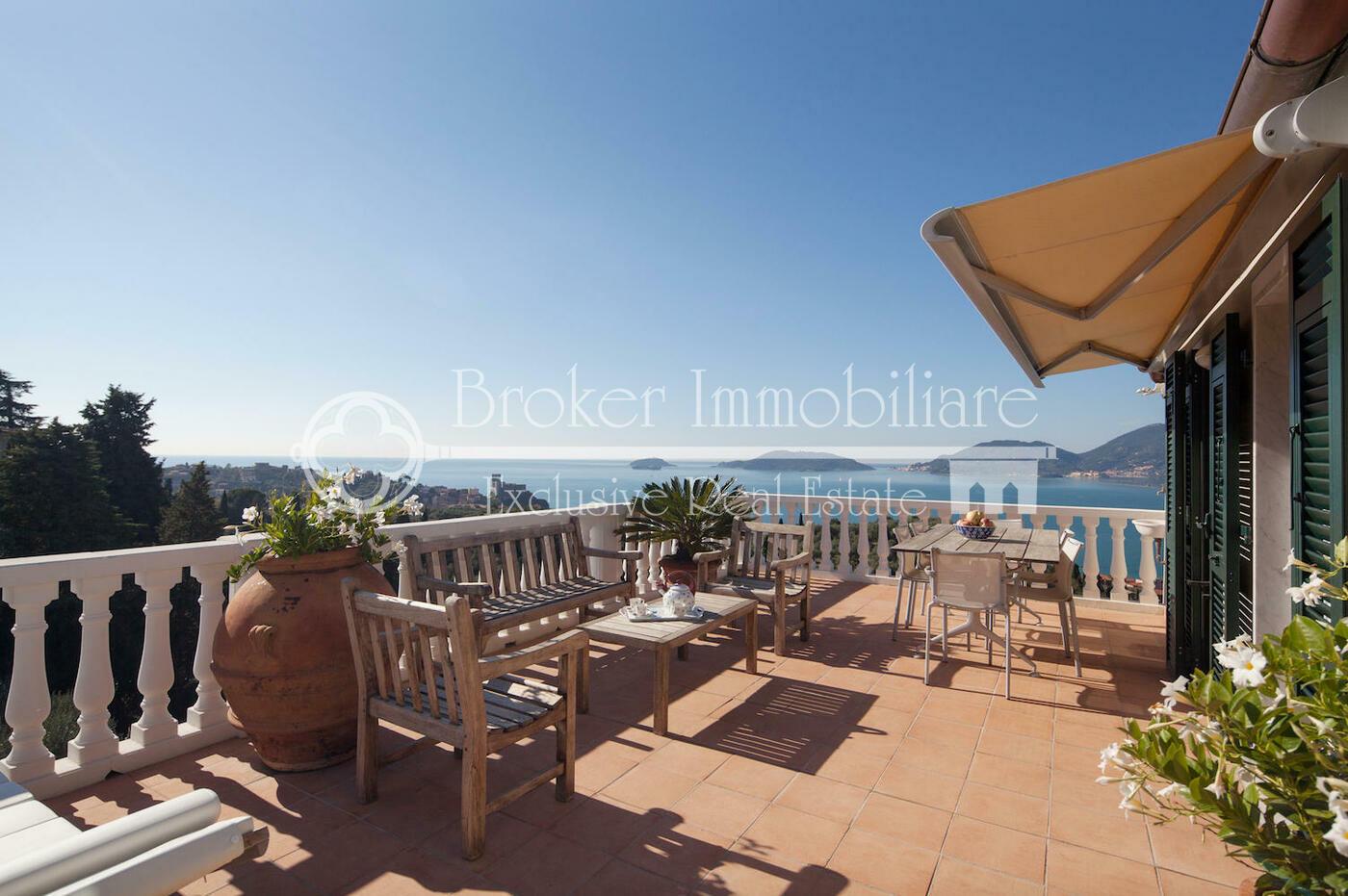 Attico in vendita a Lerici, con grandi terrazze vista mare