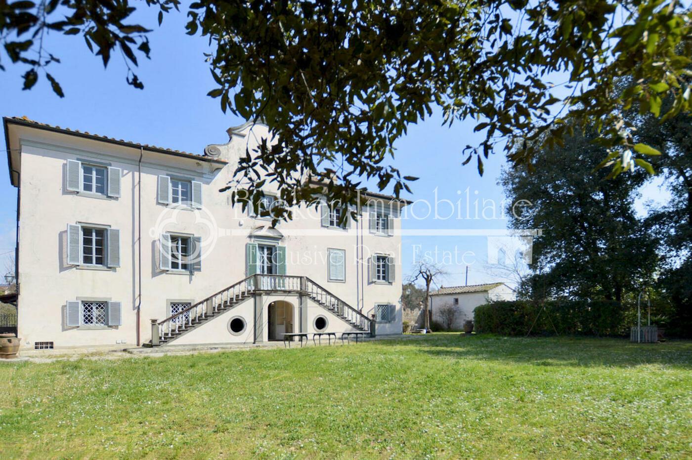 Villa storica in vendita a Lucca, con limonaia e parco