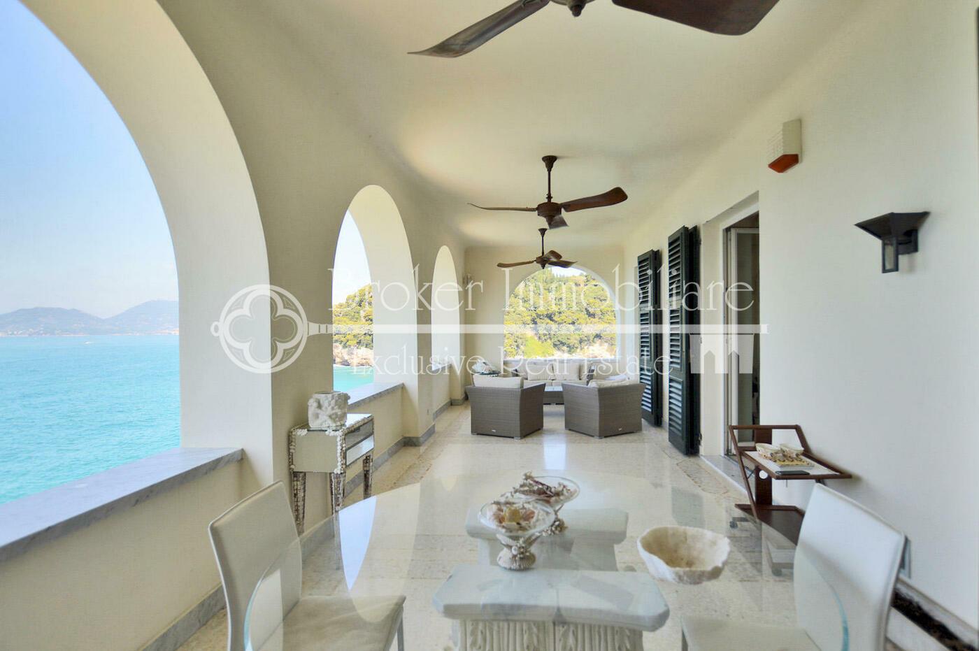 Appartamento di lusso in vendita a Lerici, con straordinaria vista mare e piscina