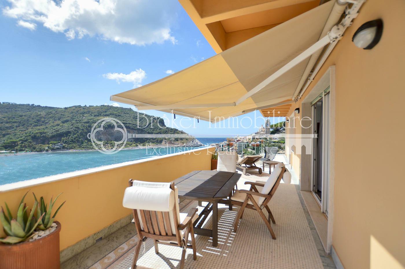 Prestigioso attico con terrazza vista mare in vendita a Portovenere