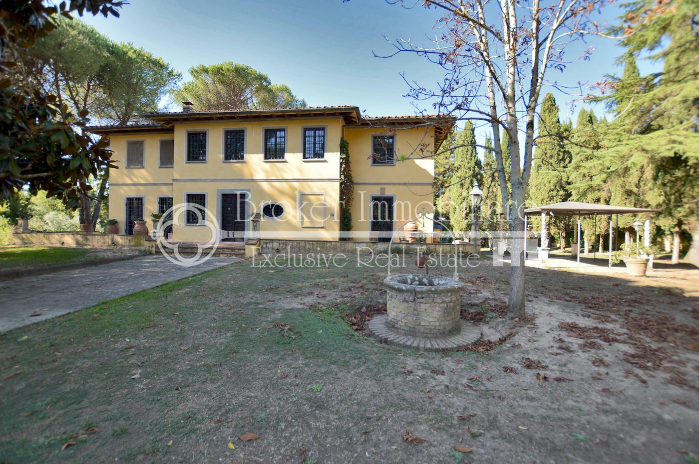 Signorile villa con parco in vendita a 3,5 km dal centro di Lucca
