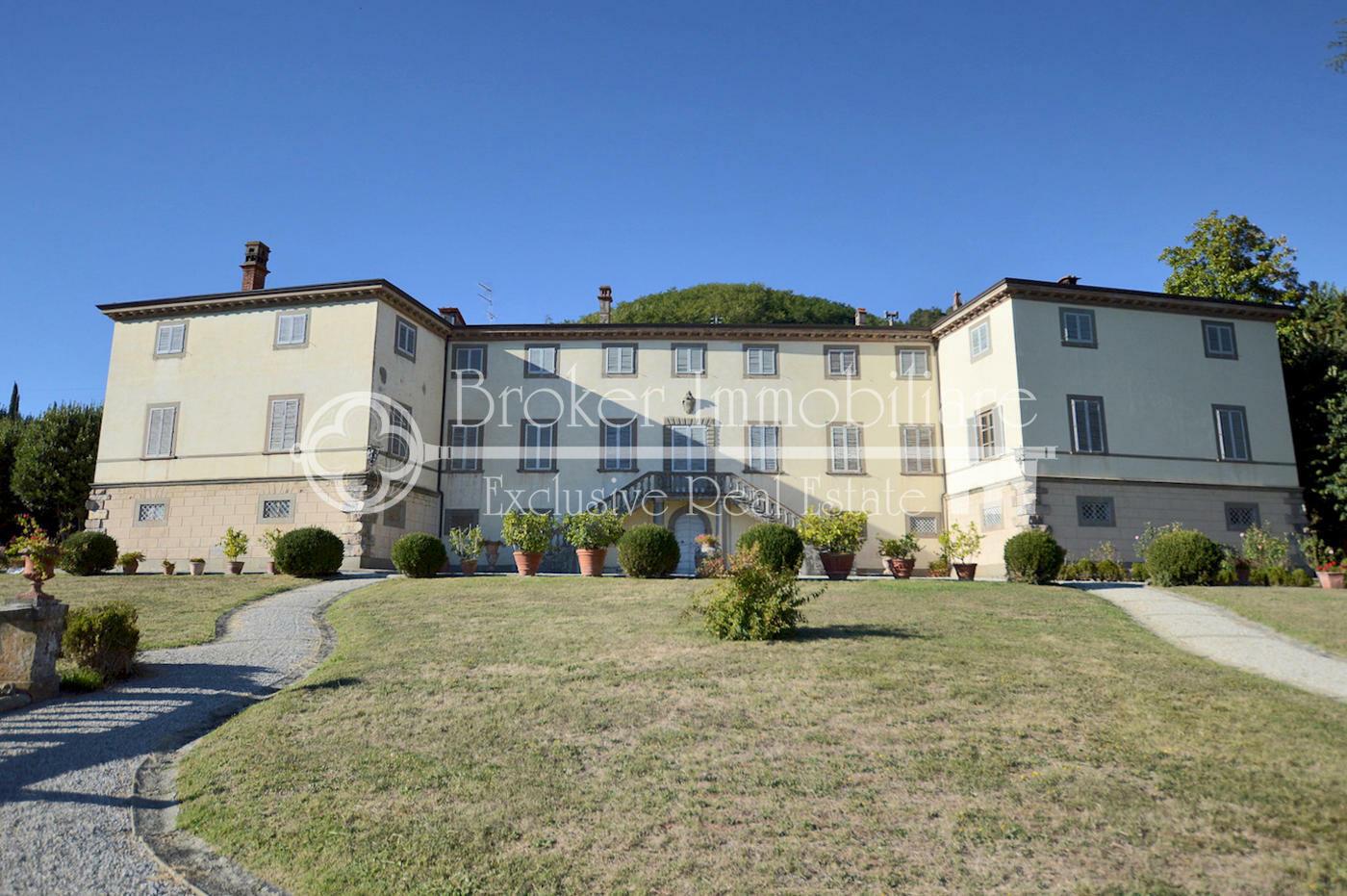 Villa storica con vista panoramica in vendita sulle colline di Lucca