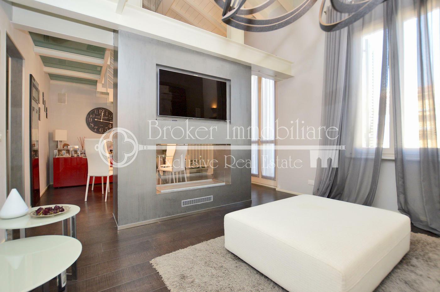 Appartamento indipendente di design in vendita a viareggio for Design vendita