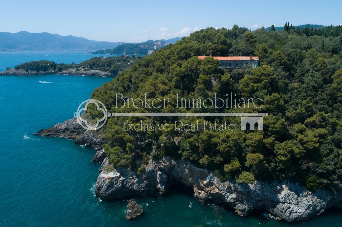 Proprietà esclusiva in vendita a Lerici in posizione unica con discese a mare