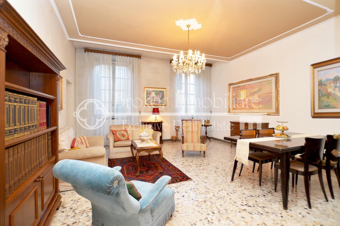 Ampio appartamento in vendita nel centro storico di Lucca