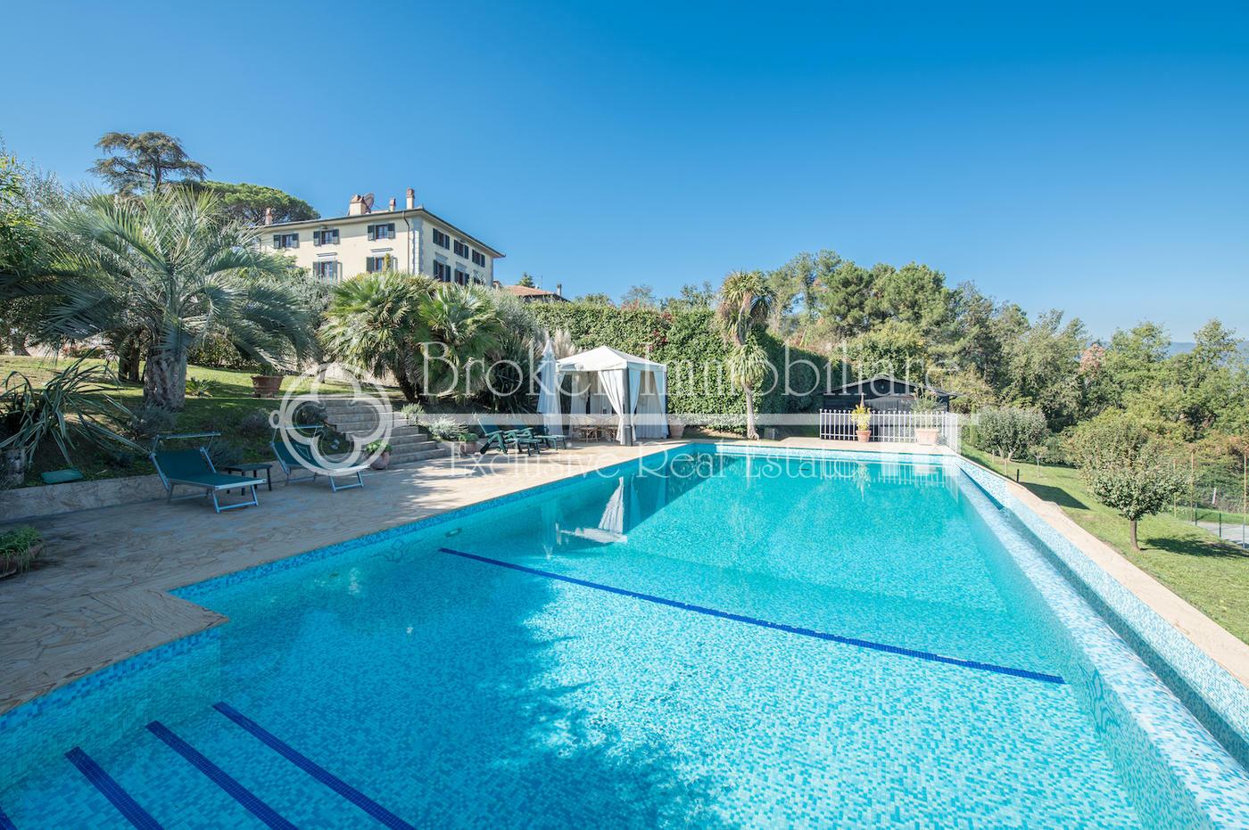 Splendida villa toscana in vendita sulle colline lucchesi