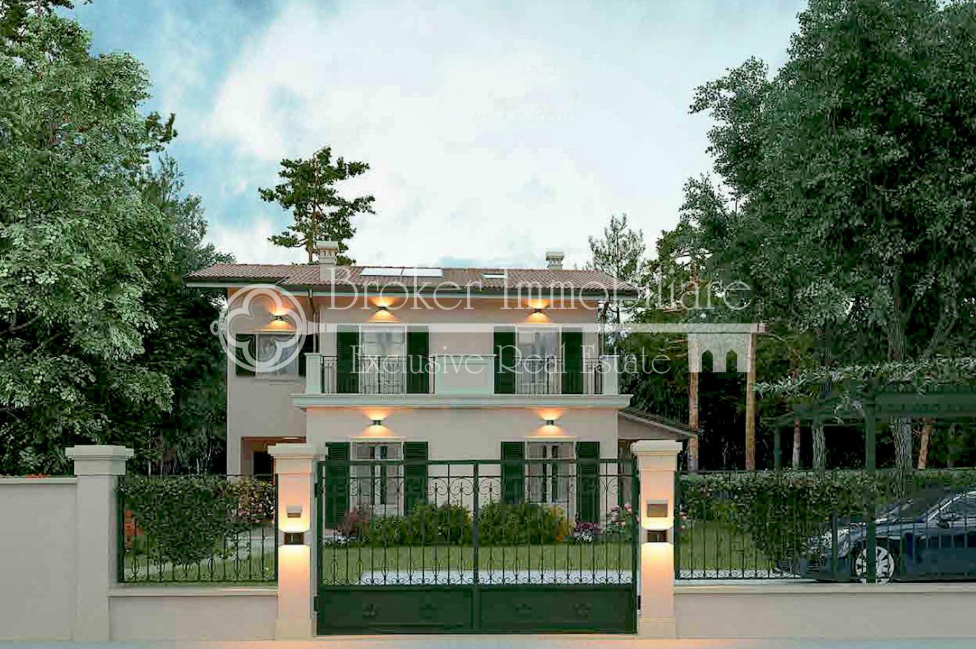 Splendida villa in vendita a Forte dei Marmi a 100 metri dal mare