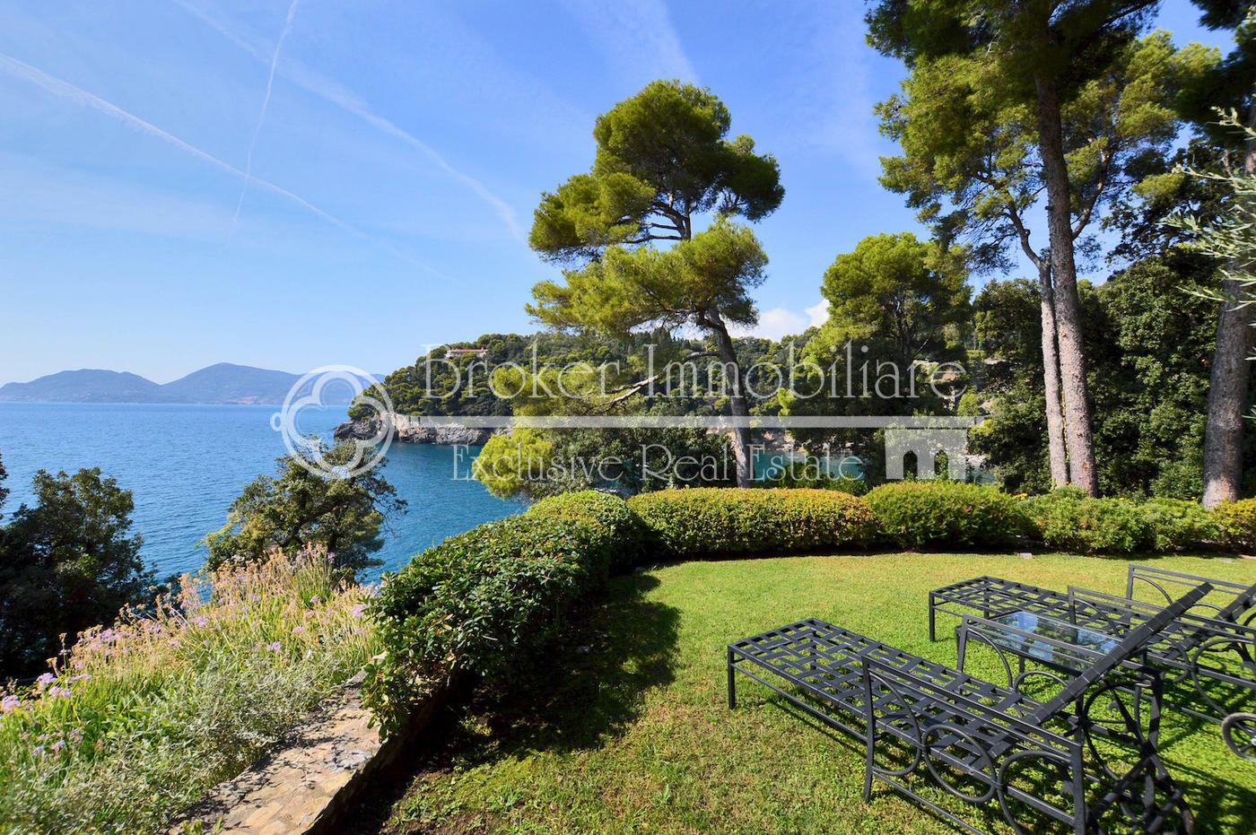 Appartamento di lusso in vendita a Lerici, con giardino e piscina fronte mare