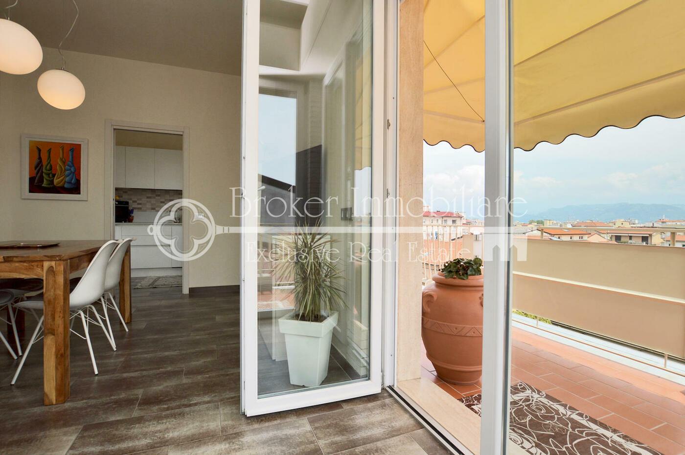 Attico in Vendita a Viareggio con ampia terrazza a 100 metri dal mare