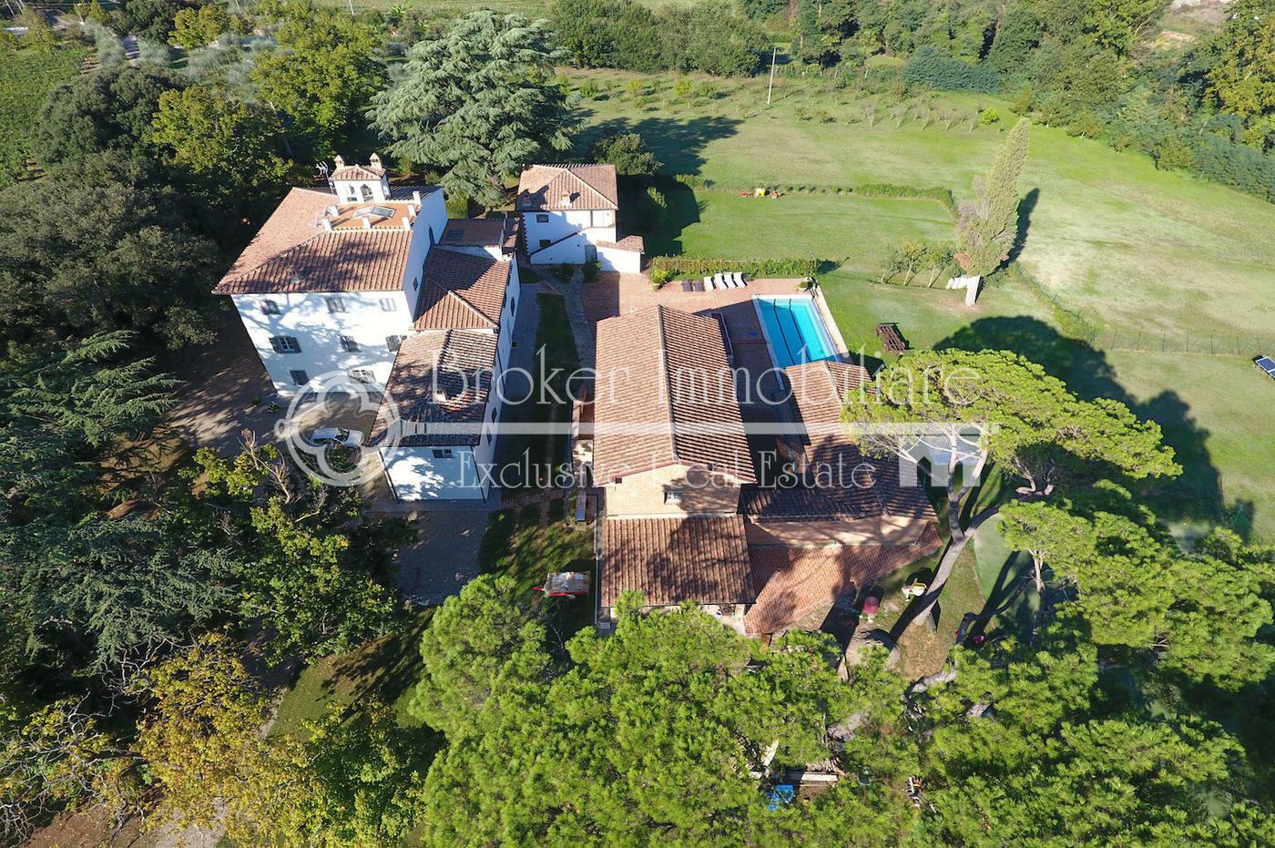 Villa storica in vendita in Toscana, con piscina, depandance e 5,5 ettari di terreno