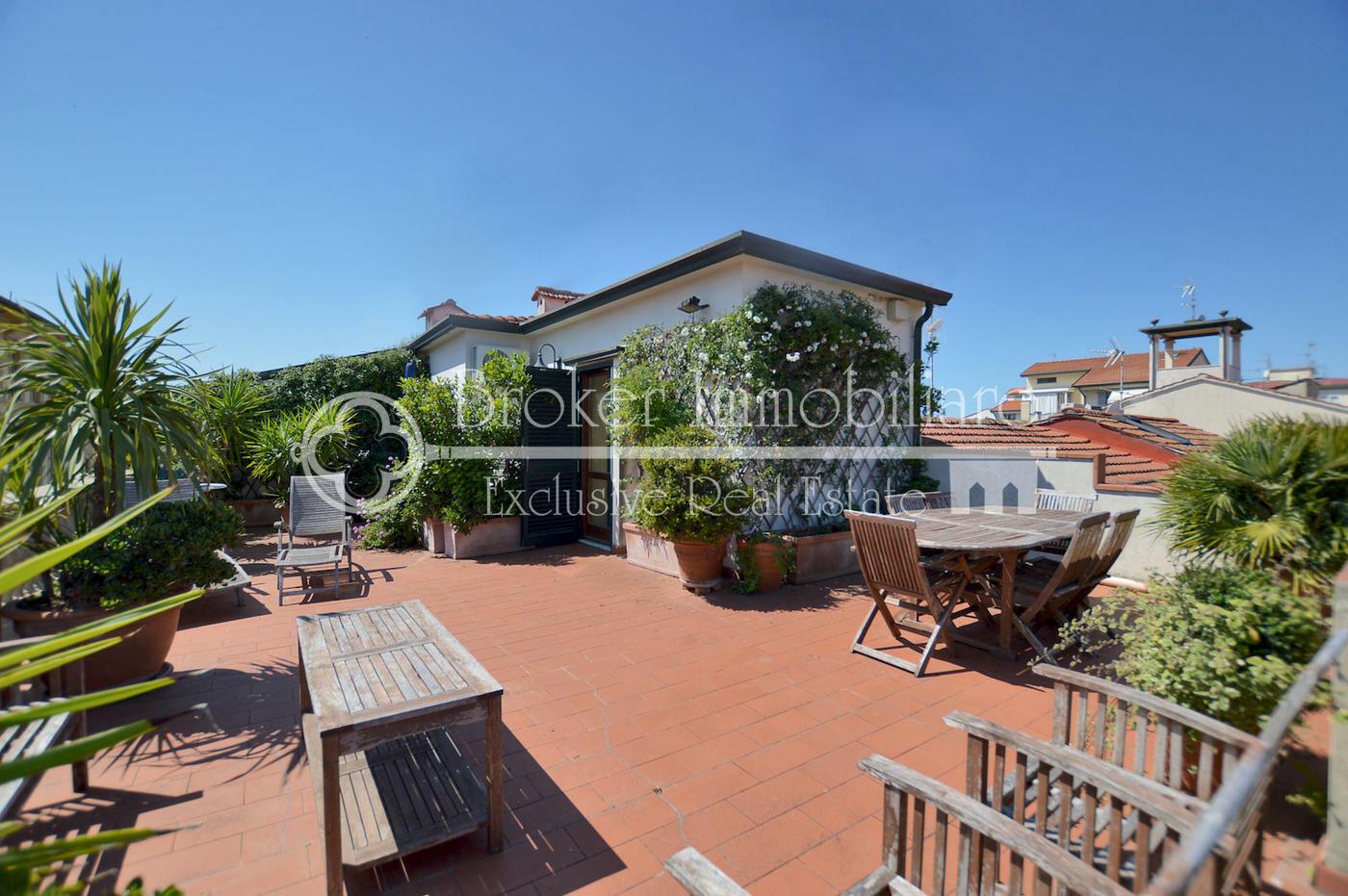 Appartamento con terrazza in vendita a Viareggio a 200 metri dal mare