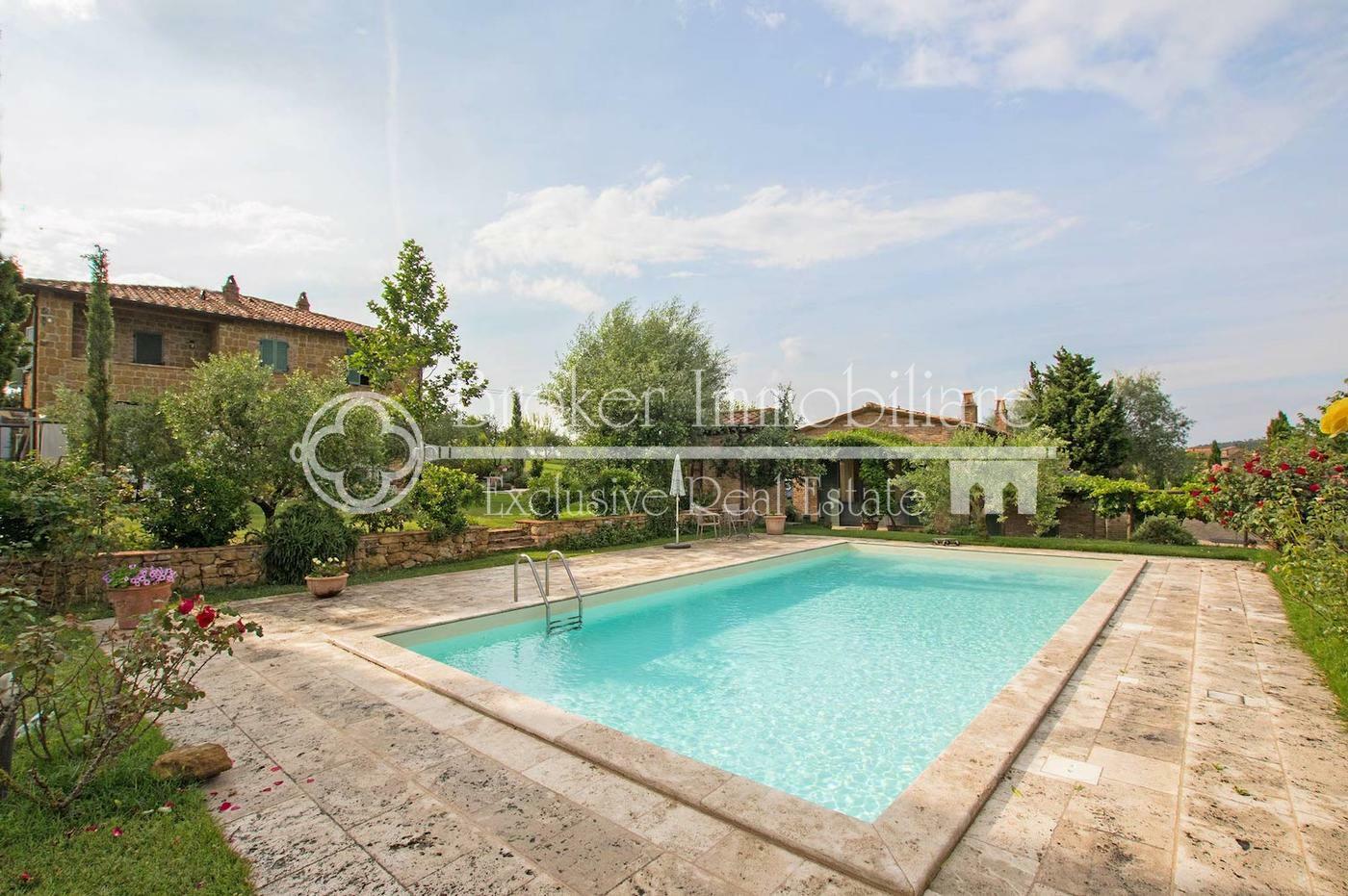 Casale di prestigio in vendita in Val D'Orcia, Toscana, con vista su Pienza e Monticchiello