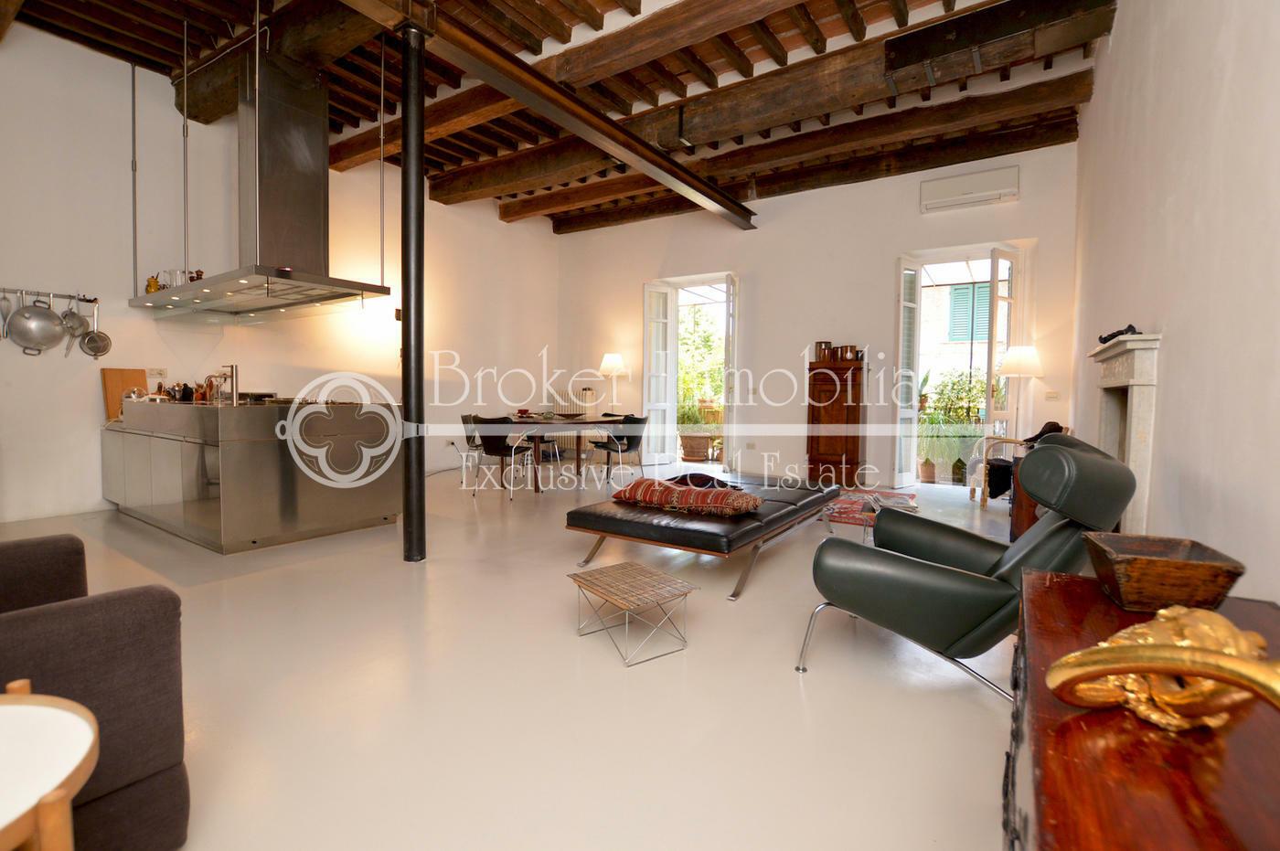 Appartamento di prestigio in vendita nel cuore del centro storico di Pietrasanta