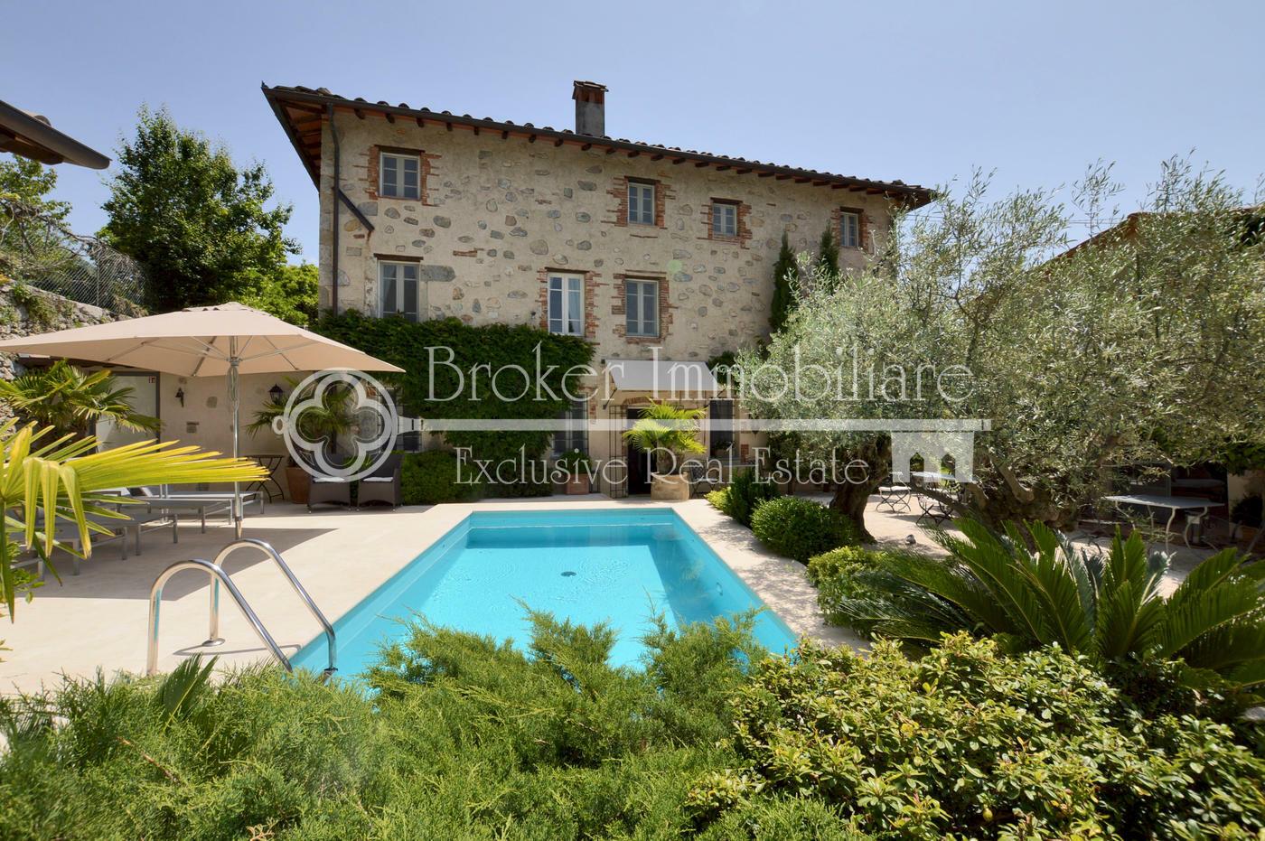 Casale in vendita sulle colline della Versilia ristrutturato con estrema cura dei dettagli