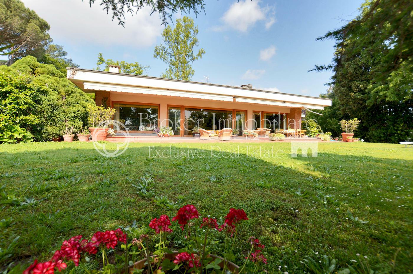 Villa di prestigio con parco in vendita a Lucca a solo 2,5 dal centro storico