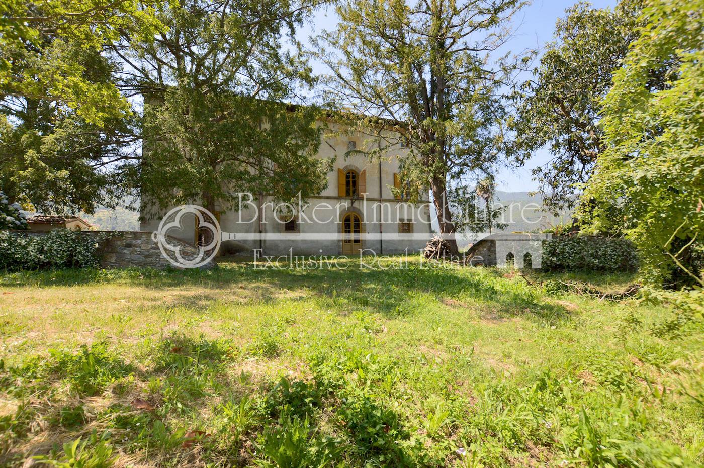 Splendida villa storica risalente al 1400 in vendita sulle colline di Lucca