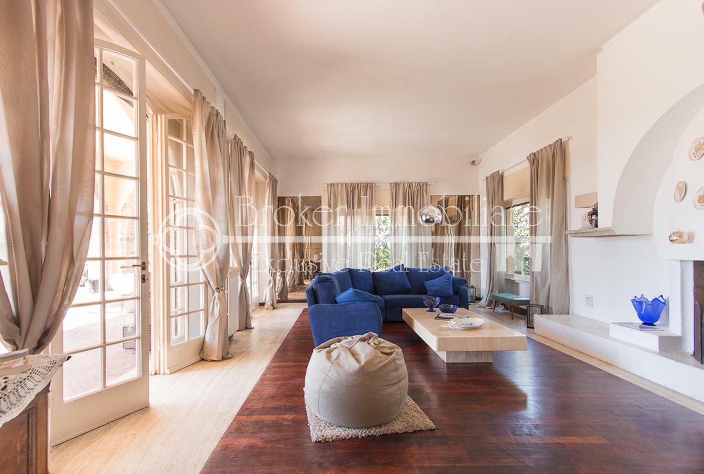 Esclusiva villa fronte mare in vendita a Marina di Pietrasanta