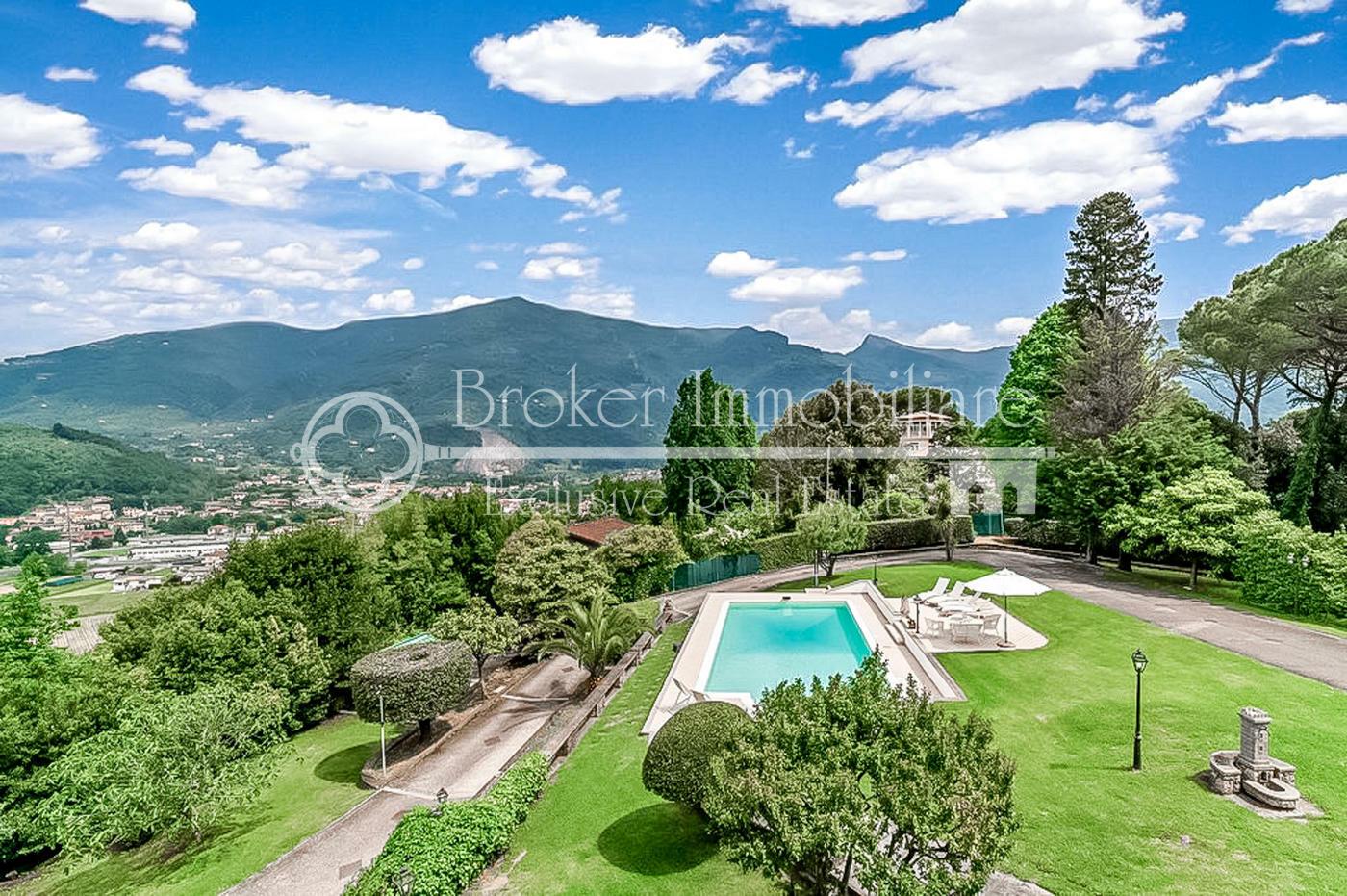 Villa di prestigio in vendita sulla prima collina di Camaiore